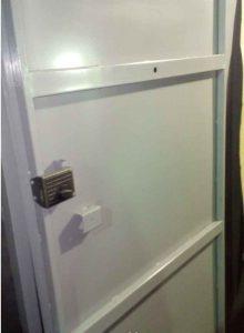 дверь-металл-с-накладным-замком